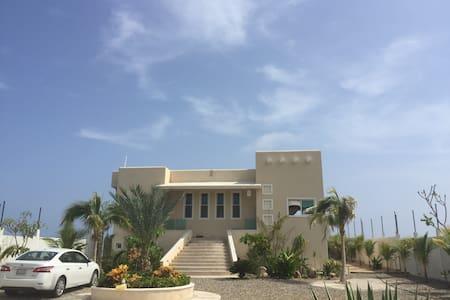 "Casa De La Playa ""El Caracol"" escape tropical.!!!"