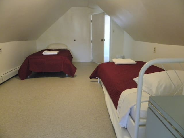 Lovely Room minutes from EWR/NYC [9] - Elizabeth - Dom