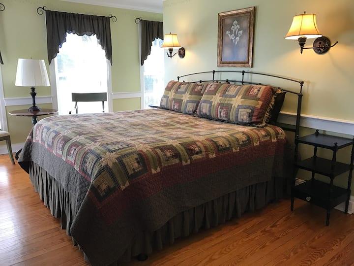 Vines Room - Baladerry Inn