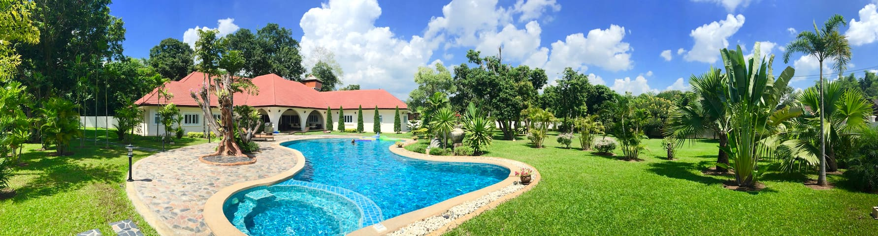 Luxury Private 4000 sqm Villa
