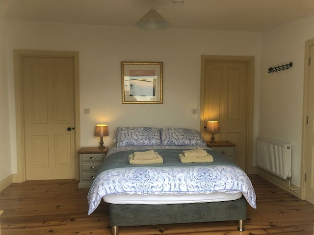 Large double bedroom with en suite bathroom. Full WFI throughout the apartment.