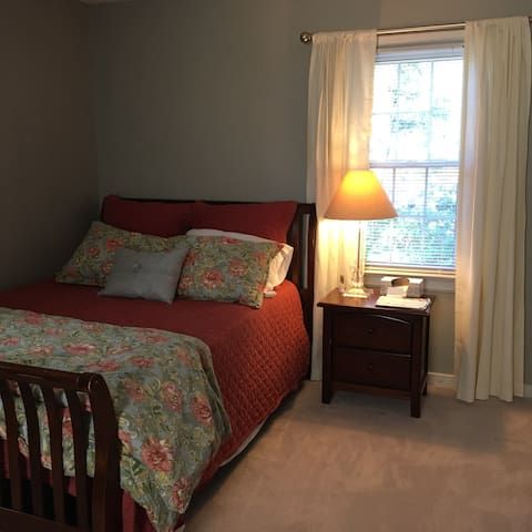 Comfortable and quiet bedroom! - Mechanicsville - House