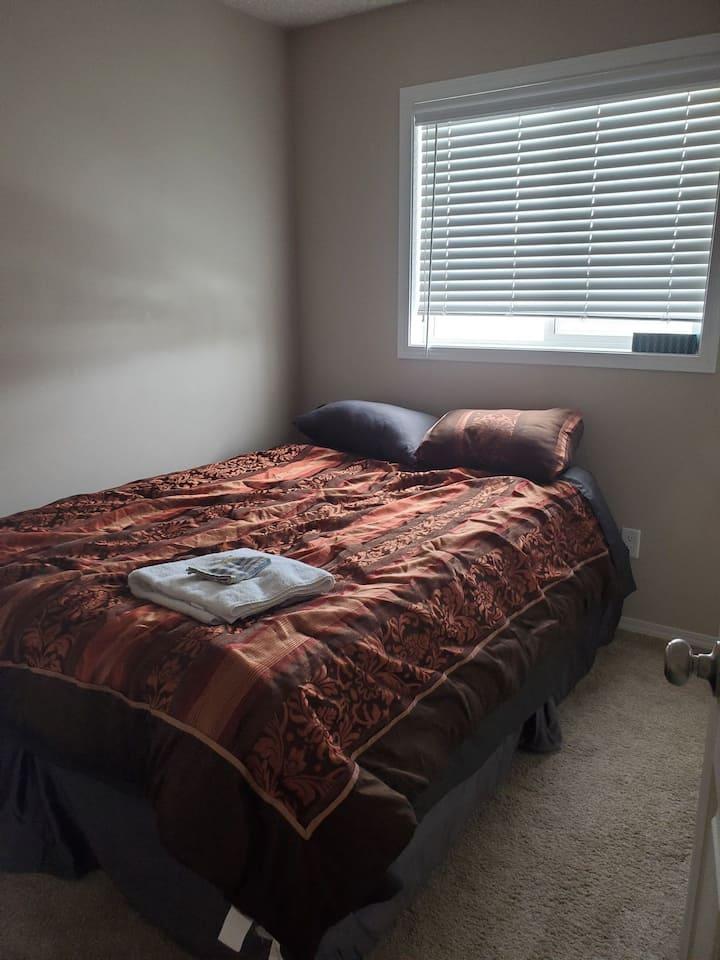 Pinnacle drive private bedroom. 2/2