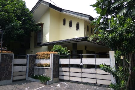 Cozy and Quite Private Room @ Taman Cimanggu Bogor - Tanah Sereal - House