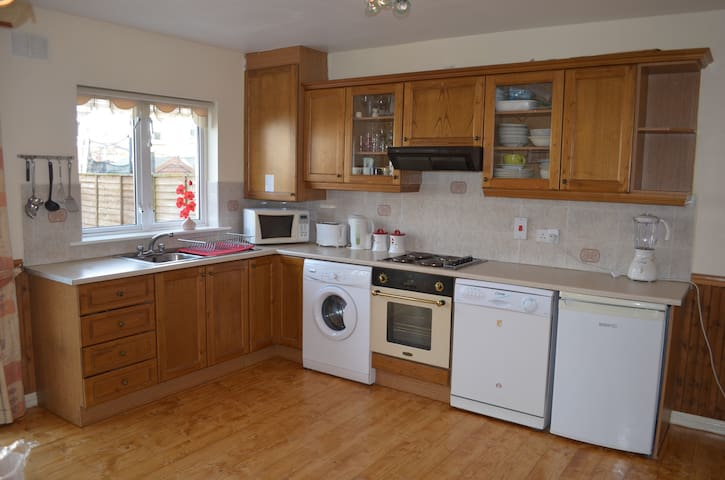 3 Bed House close to the City Centre - Drimnagh - House