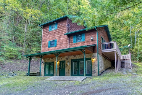 New! Secluded 4BR/ 3BA cabin w/ Hot Tub, Game Room
