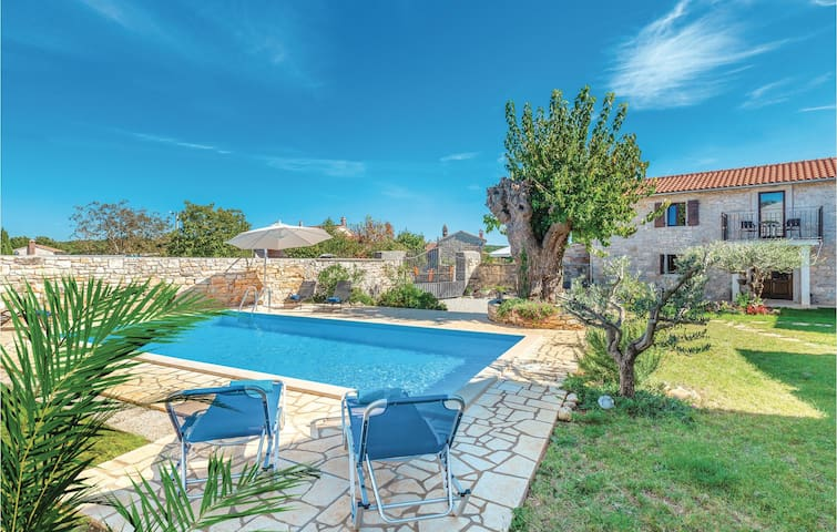 Semi-Detached with 4 bedrooms on 128m² in Fabci