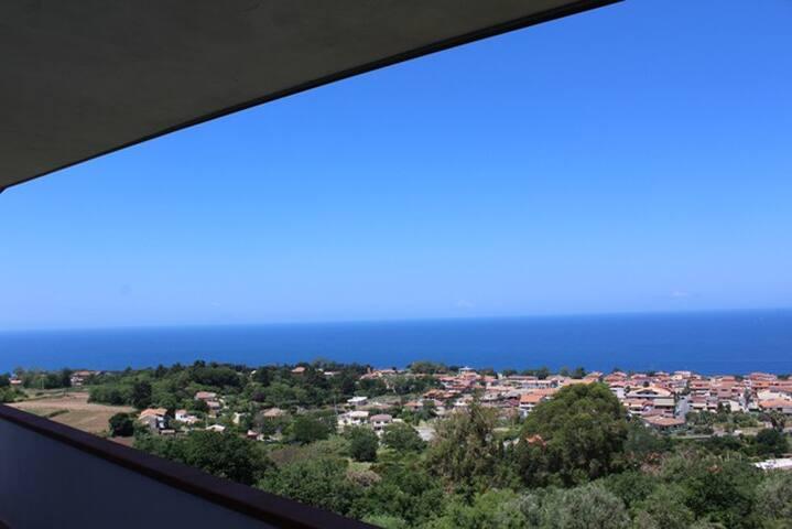 Appartamento panoramico a 2 km da Tropea