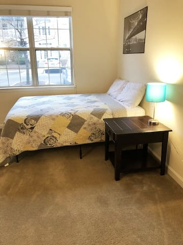 Beautiful private room in heart of TOSA (sleeps 4)
