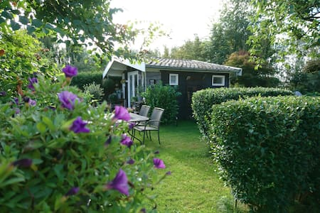 Cosy country cabin w/bkfst one hr from Amsterdam!