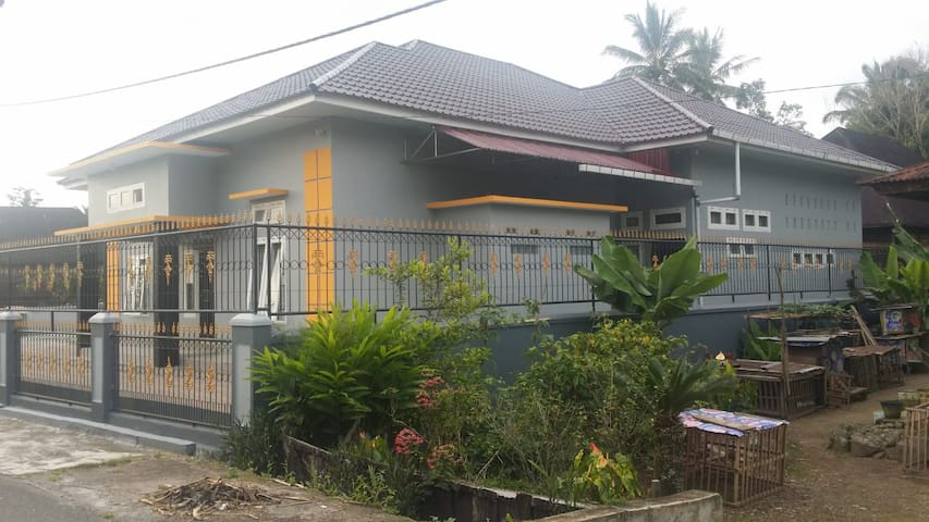Rumah Keluarga Besar Sariamin SiKumbang