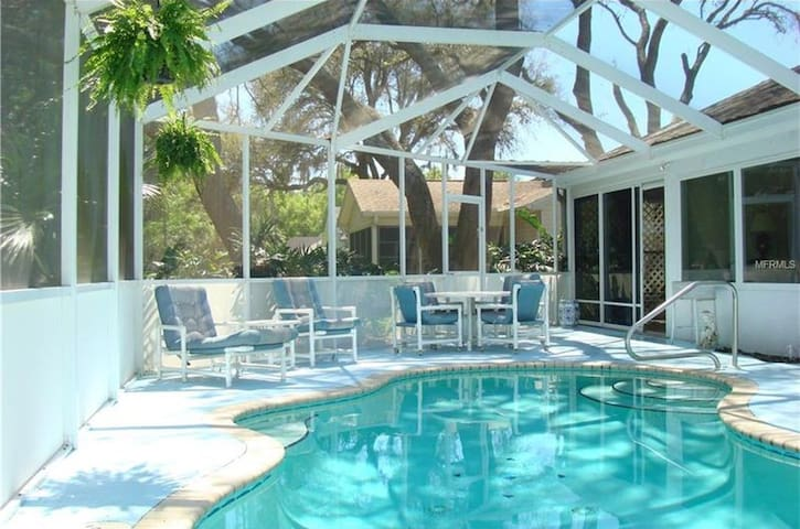 Pool Home, Excellent Location  w/Golf Cart