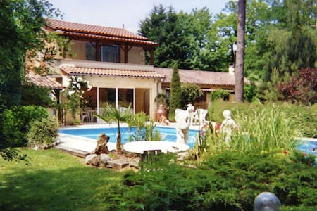 Holiday Home in Lamonzie-Montastruc with Garden