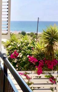 Солнечные апартаменты на пляже.