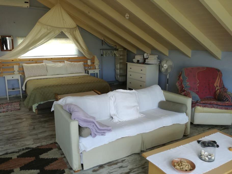 modern studio loft near the sea lofts louer la can e gr ce. Black Bedroom Furniture Sets. Home Design Ideas
