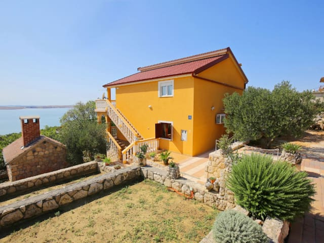 Mirjana's place for 4 in Starigrad-Paklenica