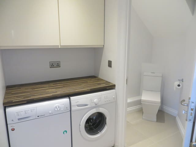Home near Leeds centre & airport - Horsforth - House