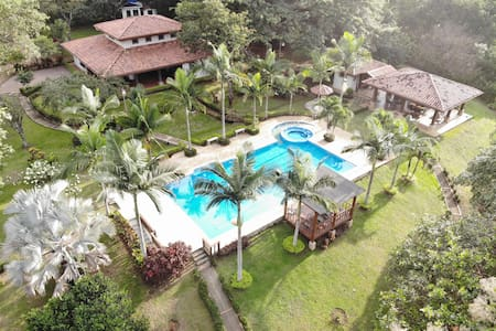 Quinta El Poblado  30 minutes away from Jaco Beach