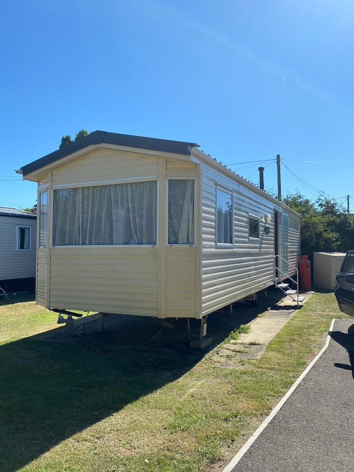 8 berth caravan to hire at Breydon Water park in Norfolk ref 10005G