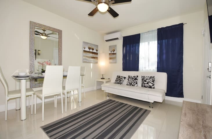 (8/1DD)Minutes from Las Olas, Beach,Close to Port