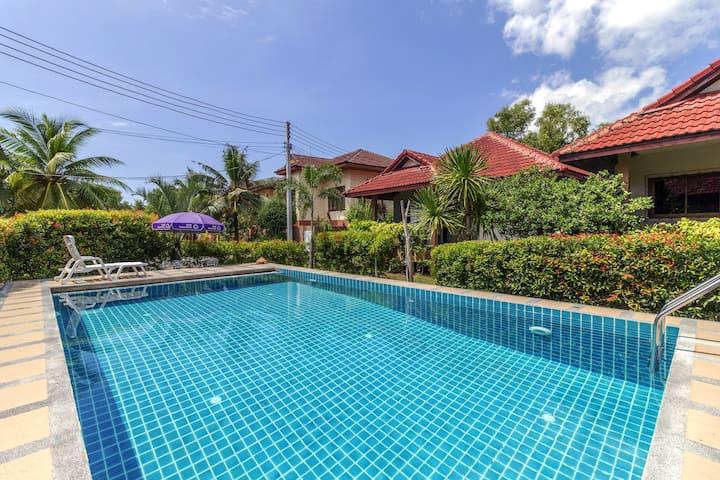 Idyllic Lakeside Apartment & Pool B