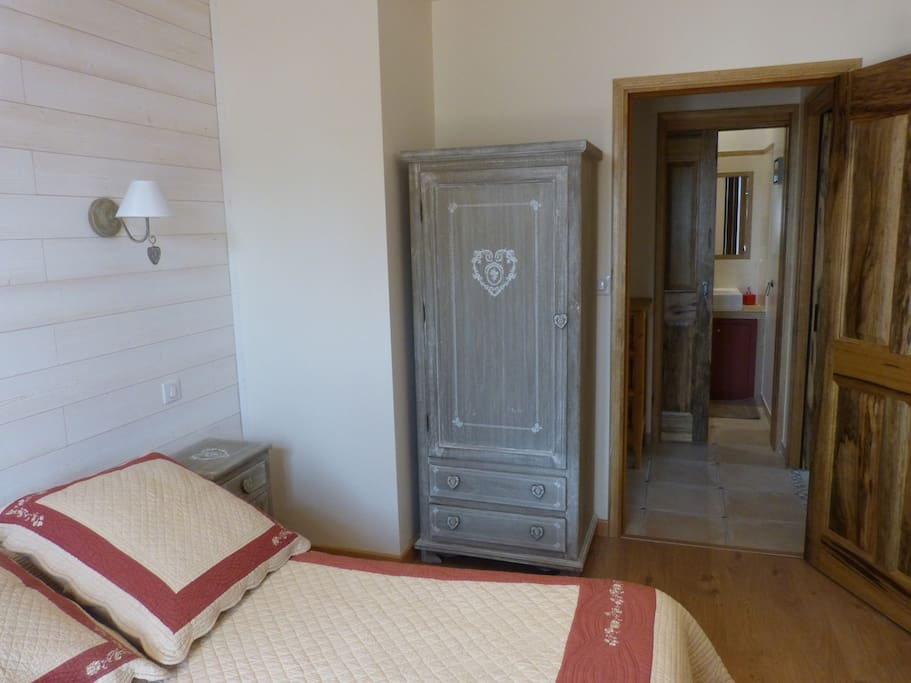 chambre d 39 h te g te du pagoulin chambres d 39 h tes louer hy res provence alpes c te d 39 azur. Black Bedroom Furniture Sets. Home Design Ideas