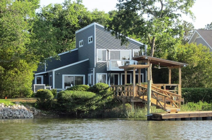 Home on Water-Close to Parris Island-Pet Friendly
