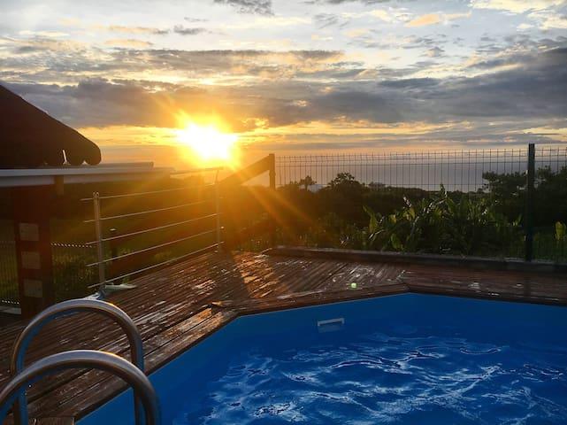 Maison vue sur mer avec piscine