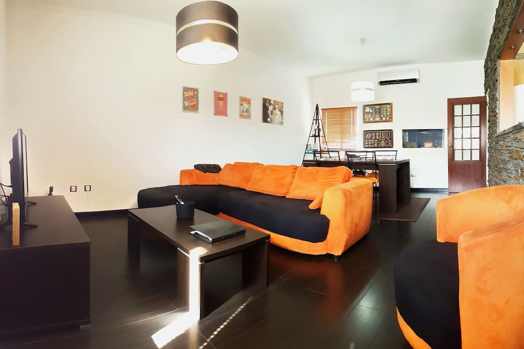 TheFlat - Living Room with Cable TV with more than 100 channels