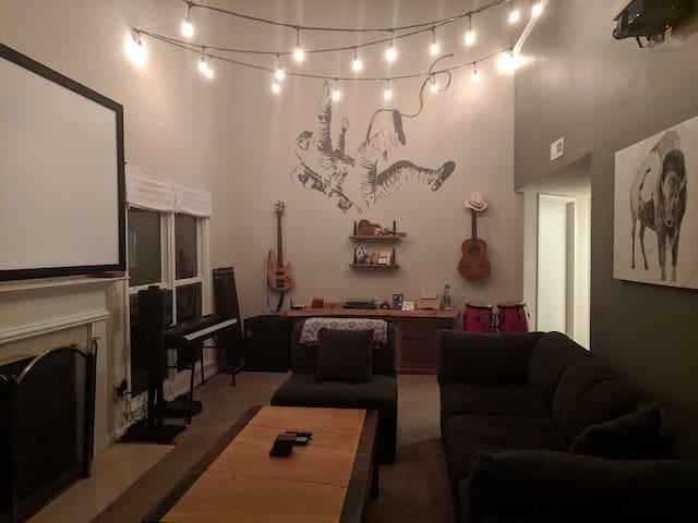 Private Rooms in Quiet Neighborhood