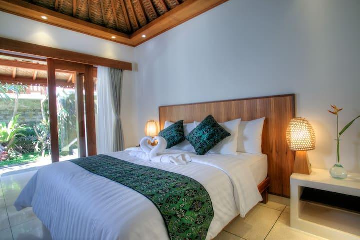 Anggada Superior Room - จิอันยาร์ - ที่พักพร้อมอาหารเช้า