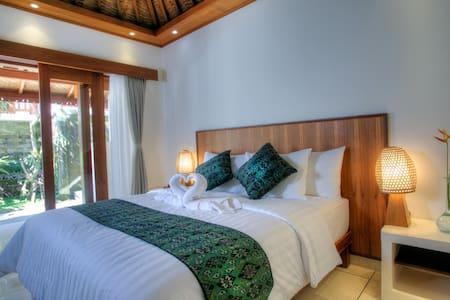 Anggada Superior Room - Gianyar - Bed & Breakfast