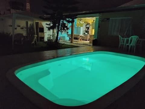 Casa Vento Solar - jardim, piscina, hidromassagem.