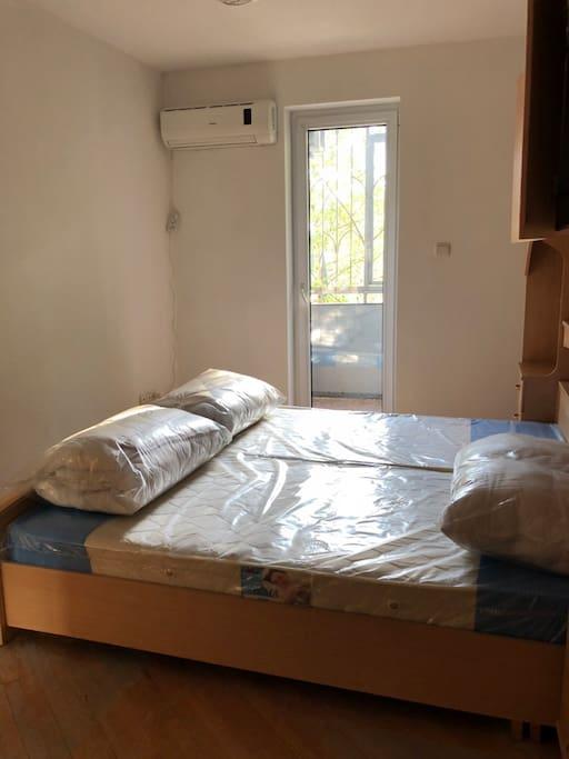 Schlaffzimmer mit doppelbett 180*200
