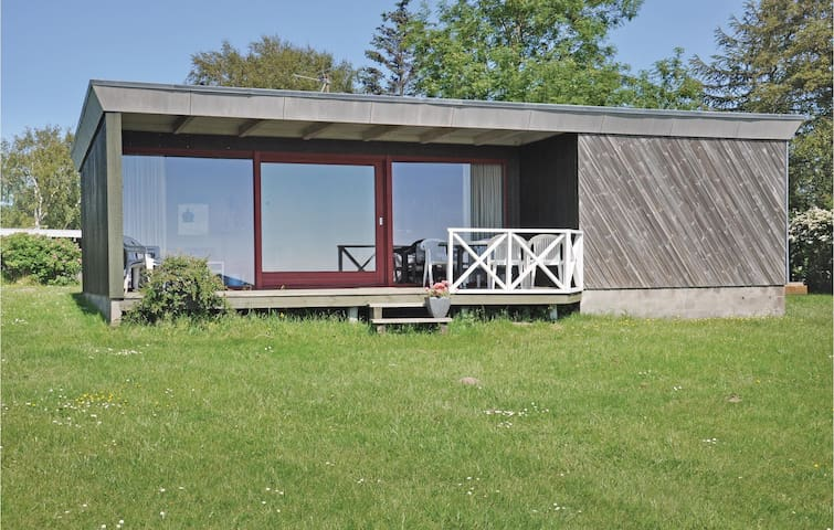 Holiday cottage with 3 bedrooms on 72 m² F09350