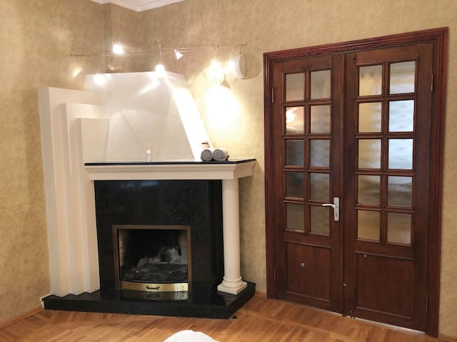 ★ Cozy Room with Fireplace in Art Nouveau District