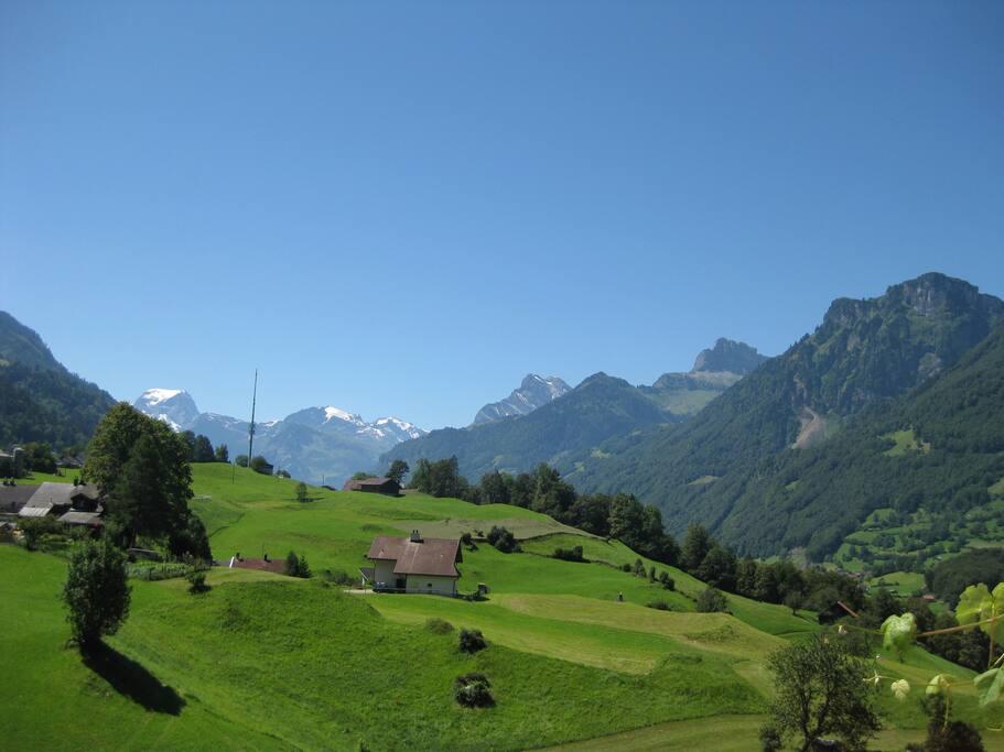 Atemberaubende Aussicht auf die Berge