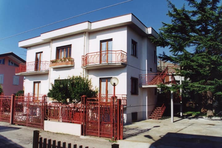 Apartment 750 m from the beach