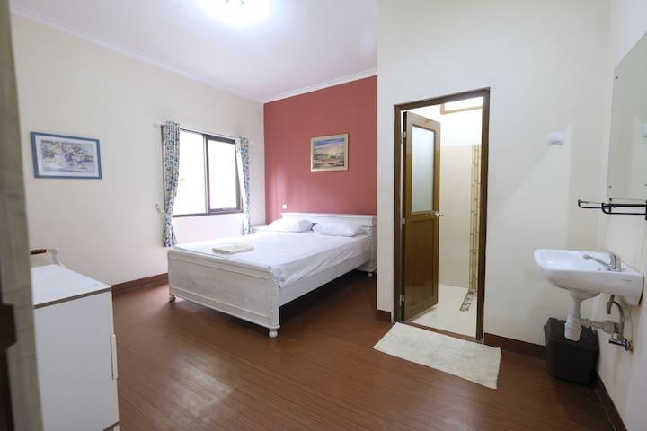 Room 1-2