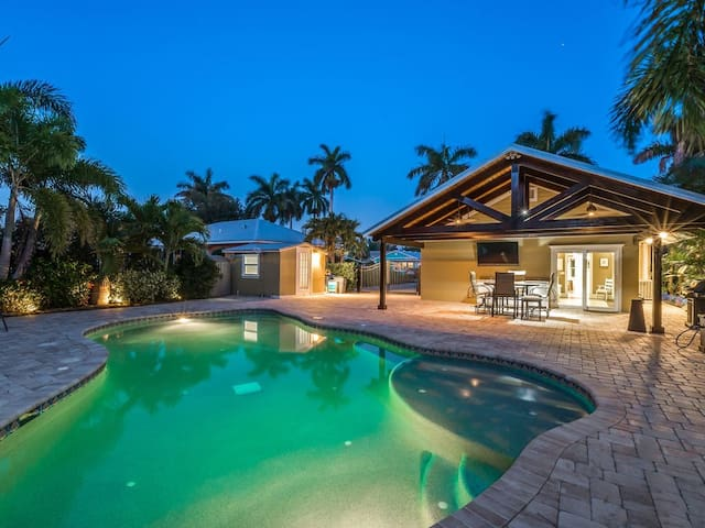 A Bungalow in Paradise ☀️ Close to AMI 🏝 Large Pool