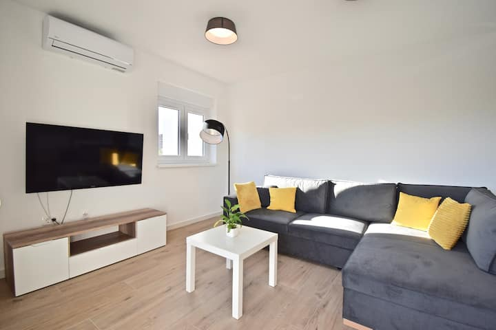 Comfortable holiday house with apartments / Spacious new holiday apartment / A4 ***
