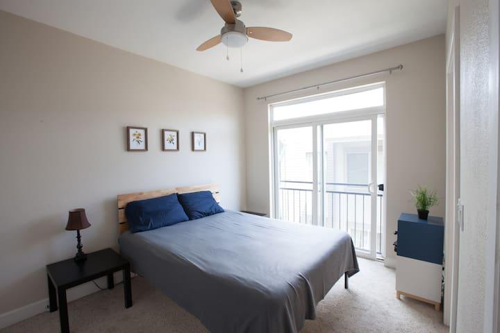 Cozy, comfy, & perfect private room, private bath