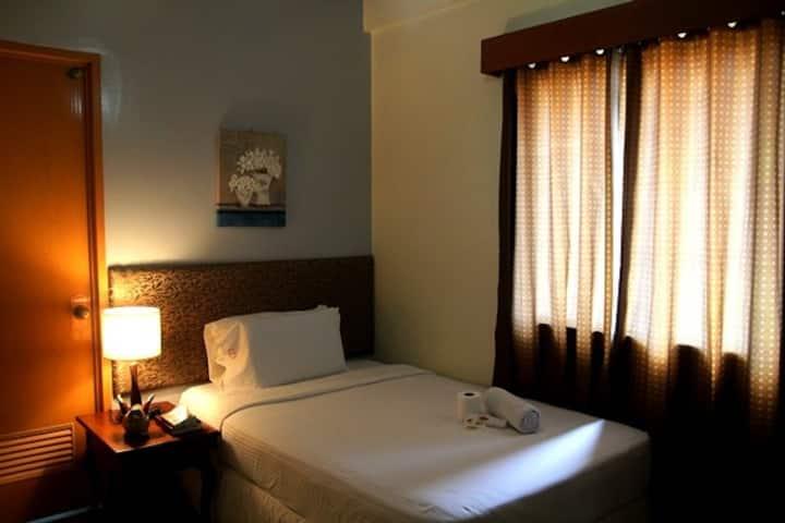 Enricos Apartelles and Suites