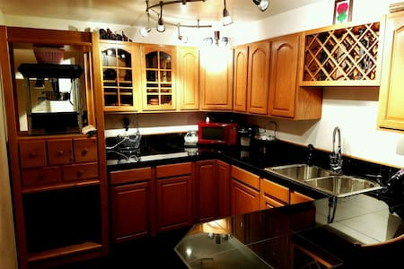 large, open, clean living space! - Genesee - Hus