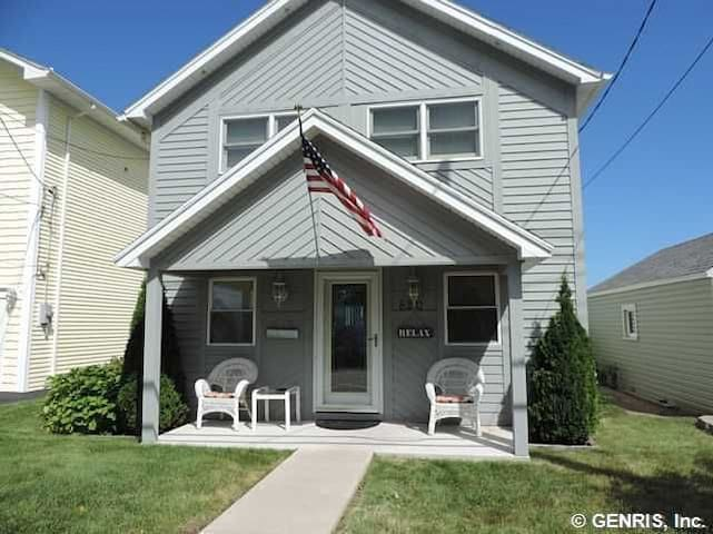 Beach Home w/60ft of Private Beach! - Rochester - House