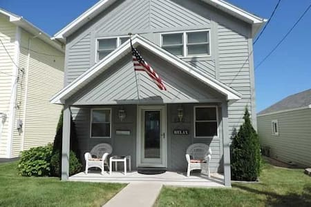 Beach Home w/60ft of Private Beach! - Rochester - Maison