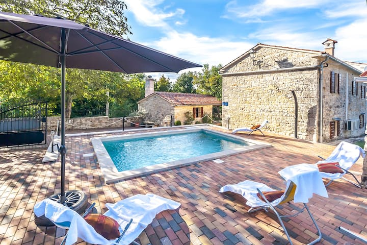 Stone pool house in heart of Istria
