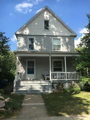 Great house close to all Ann Arbor has to offer! - Ann Arbor - Hus