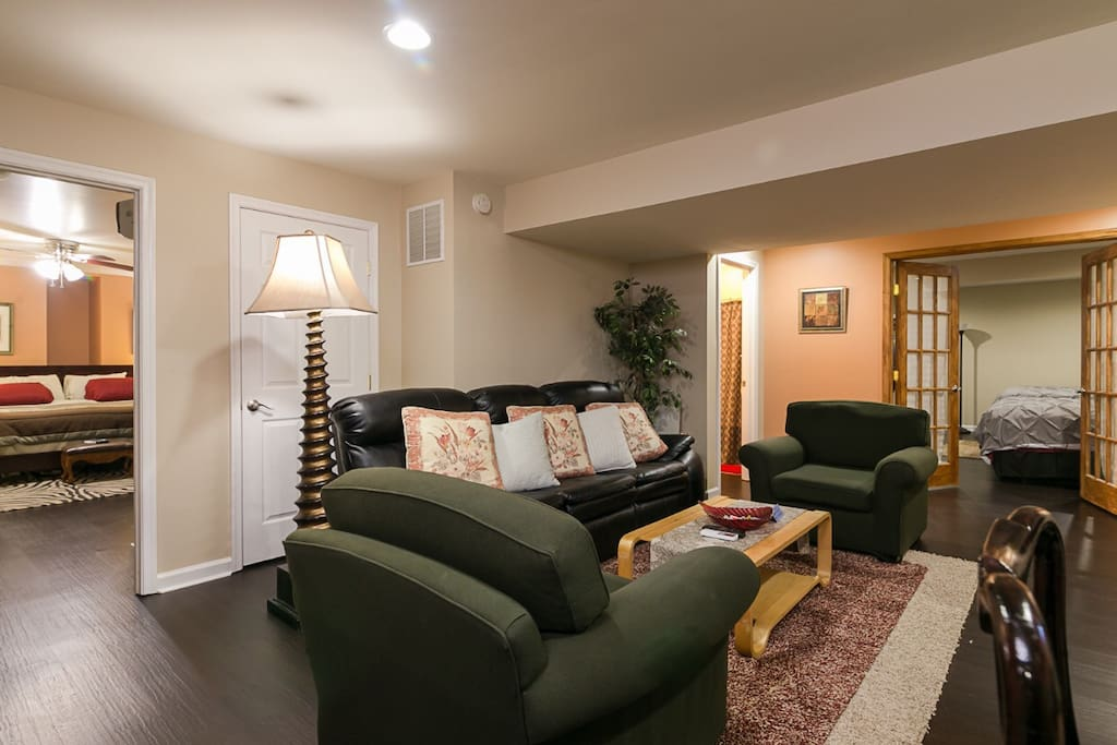 Basement apartment: Large living area