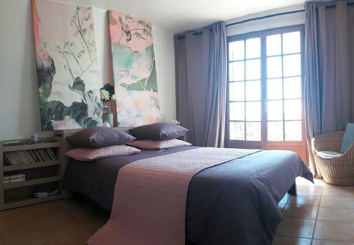 Chambre plein sud dans villa - Puget-ville - House
